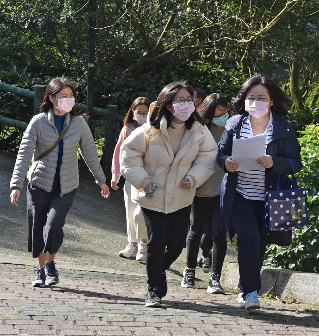 華梵大學第二批居家檢疫的港澳生今天開心「出關」。(華梵大學提供/王揚傑新北傳真)