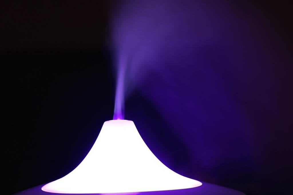 有些民眾將二氧化氯消毒水放進加濕器中,想藉此消毒居家環境,專家表示不建議。(圖片來源:pixabay)