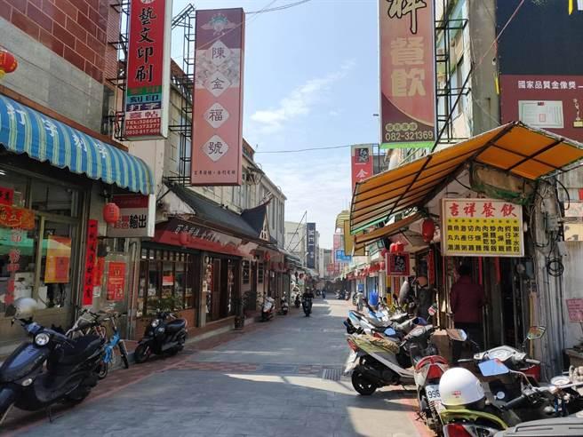 金門金城鬧區北門商圈街頭,也呈現蕭條景況。(李金生攝)