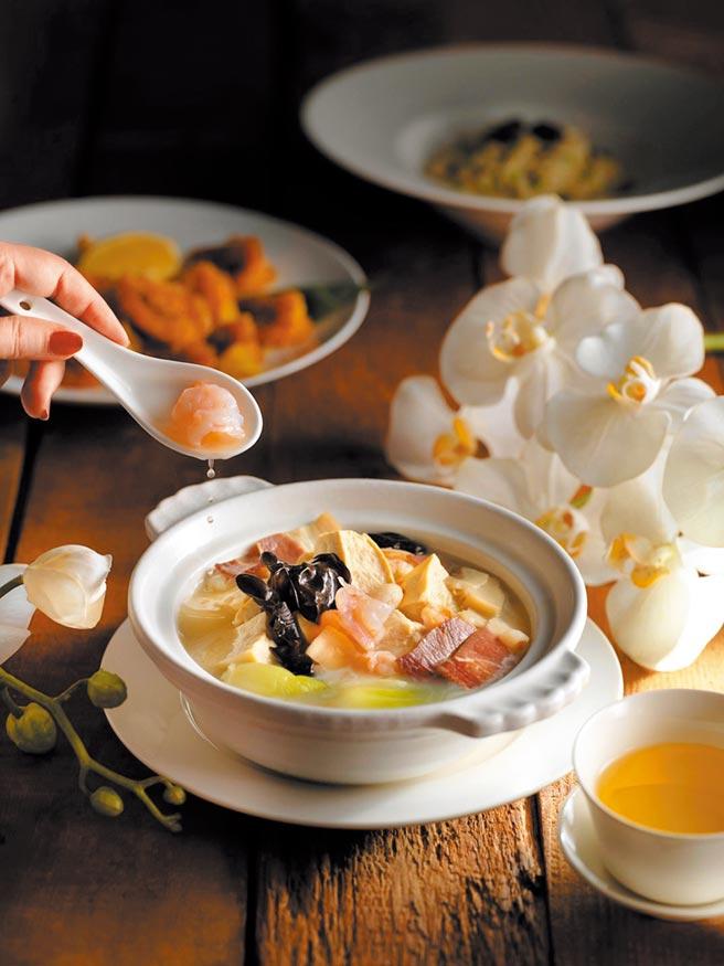 微風廣場「上海茶樓」的餐飲,可透過微風APP訂候位。(微風提供)