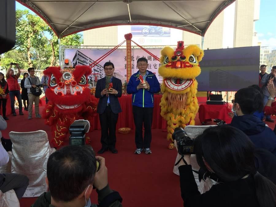 台北市長柯文哲(右)。(張立勳攝)