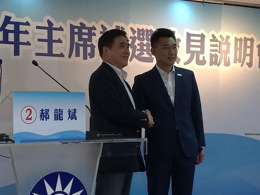 江啟臣(右)、郝龍斌(左)以「世代」議題交鋒。(黃福其攝)
