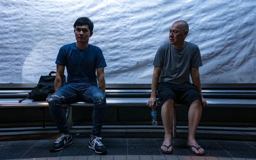 《日子》導演蔡明亮(右)跟演員亞儂弘尚希。(汯呄霖電影提供)