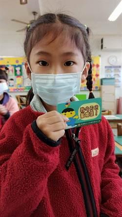 鎮南國小自創「我今天已量體溫」識別證  鼓勵小朋友誠實量體溫