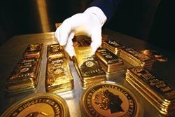 避險資金湧進 金價每盎司 直攻1,700美元