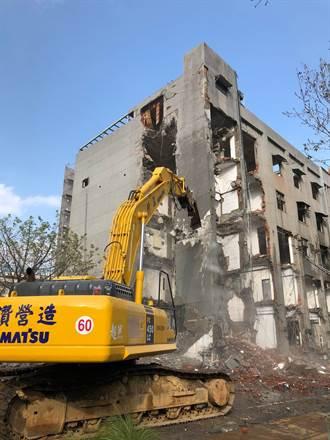 5天速拆鐵路警察局 交八廣場9月完工
