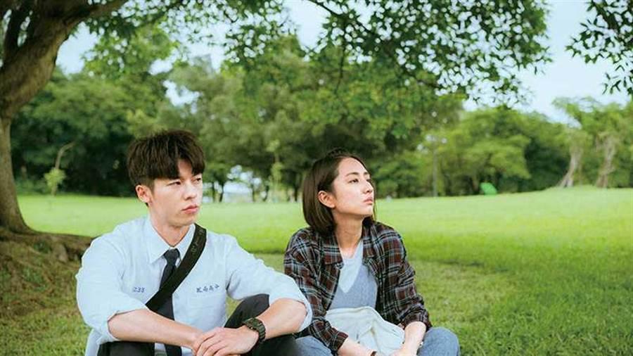 在《想見你》中,許光漢與柯佳嬿逆齡扮演高中生皆毫無違和感,演技廣受好評。(圖/衛視中文台提供)