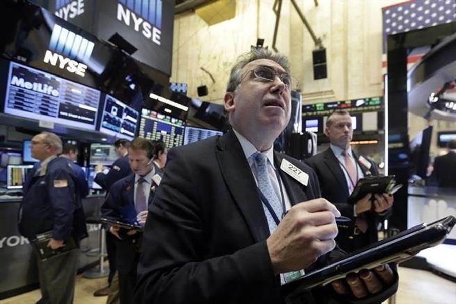 財信傳媒董事長謝金河表示,歐美股市周一大跌,但經過這個壓力測試,預期今晚美股會上揚。(美聯社資料照)