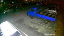 車內玩槍射爆自己手指 警方12小時內逮人