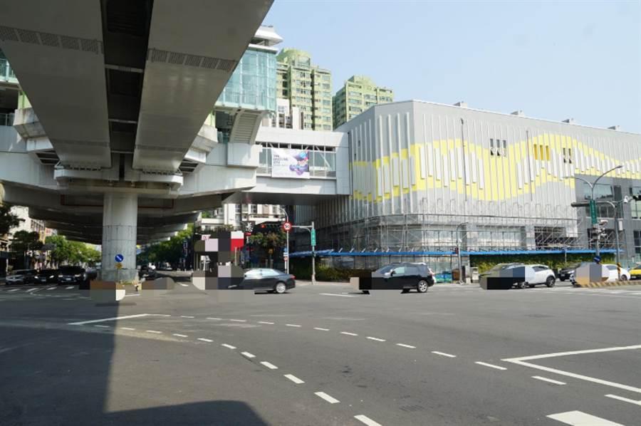 台中市迎接捷運時代,建商已搶先推出精品級的捷運宅。(盧金足攝)
