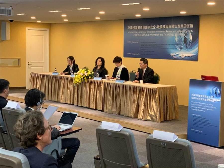 與會學者專家有萬法律事務所資深合夥律師黃帥升、教授林志潔律師(右起)。(圖∕李蕙璇攝)