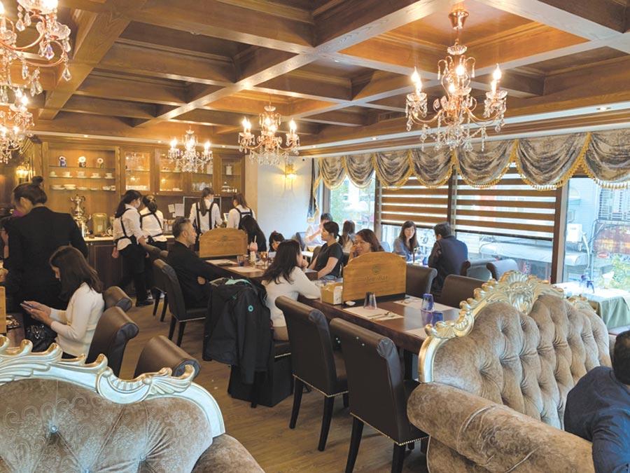B&G餐茶館主打「有靈魂的麵包」,將草本與茶葉入菜,店內高朋滿座。圖/B&G德國農莊提供