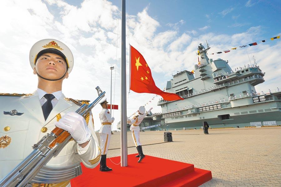 大陸第一艘自產航母山東艦,2019年12月27日在海南三亞某軍港交付海軍。(新華社資料照片)