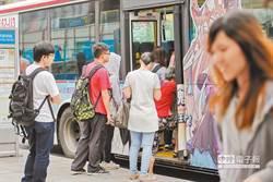 公車上下車刷卡耗時?網看法兩極