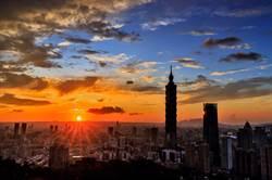 台北101防疫升級 228連假全館滿2萬送1000