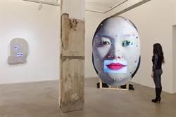 高美館《黑盒—幻魅於形》錄像雕塑展  台灣幼童臉譜入展