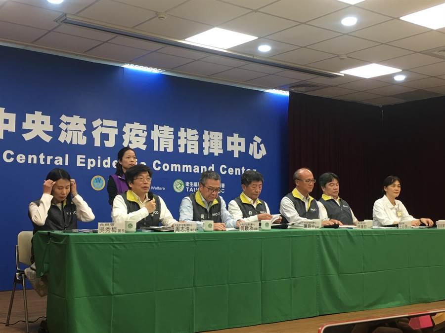中央流行指揮中心26日公布國內第32例確診個案,是國內第三起家庭群聚27例80歲老翁的看護。(本報系記者 林周義攝)