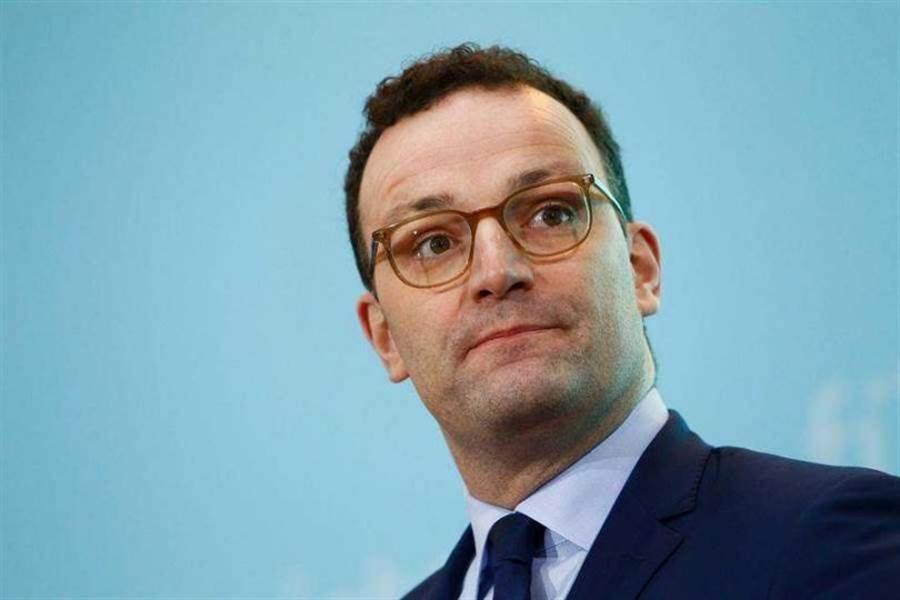 德國衛生部長延斯斯帕恩開第一槍,宣布新冠肺炎在歐洲大流行,已無法控制疫情。(圖/Reuters)