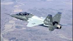 美國T-7教練機 完成空中熄火測試