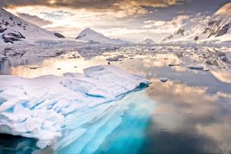 南極淨土遭染血 一片腥紅震懾全球