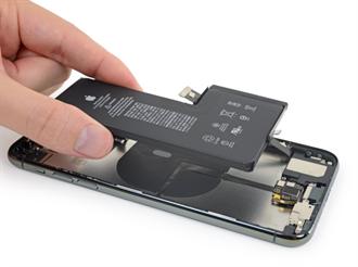 繼統一手機充電口後 歐盟擬強制手機改可拆卸電池