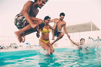 男游泳池射出來會讓人懷孕?!女官員建議:男女應分池