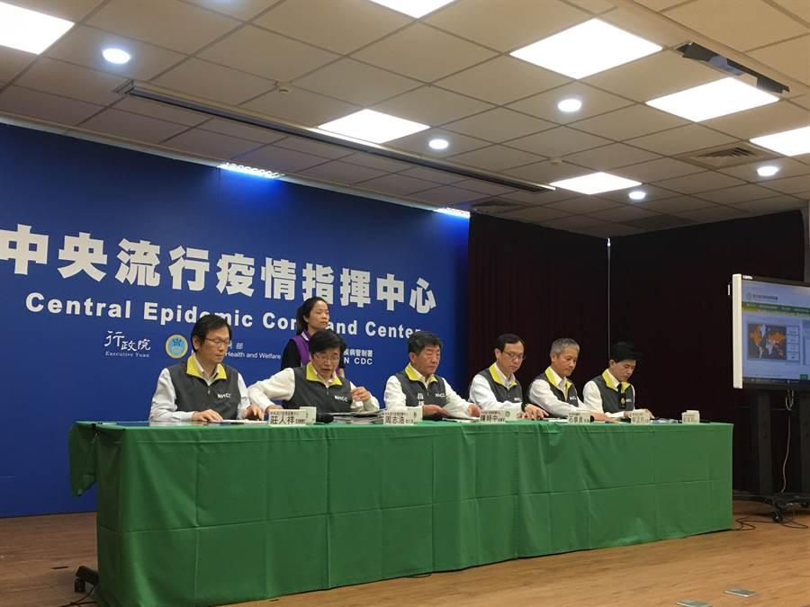 中央流行疫情指揮中心28日下午召開記者會說明。(林周義攝)