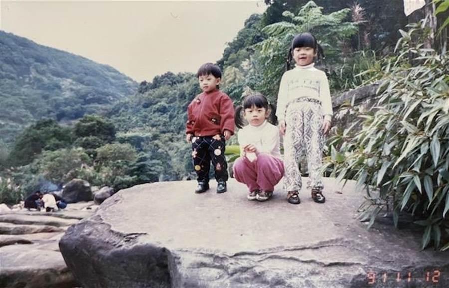 鍾政均3歲時和2個姊姊出遊照。鍾政均提供