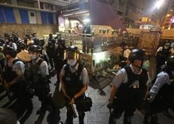 香港疫情未歇 反送中再起 警方射催淚彈驅散