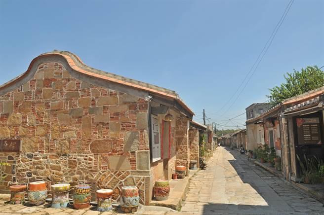 金門城北門外的「明遺老街」,至今已有600多年的歷史,兩旁屋宇基本保存良好。(李金生攝)
