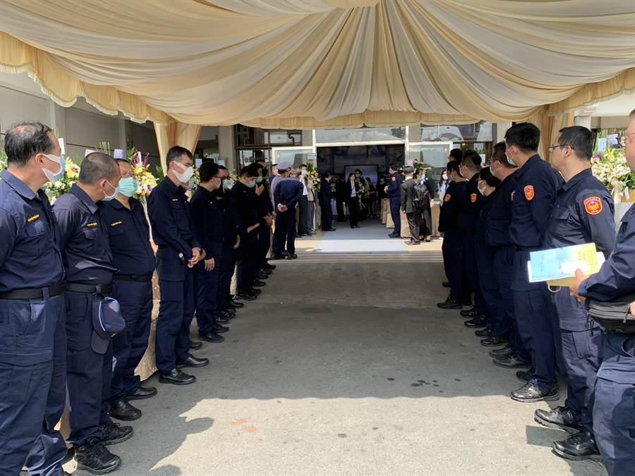 新興分局54歲警員林家裕因公死亡,今天舉行公祭。(警方提供/柯宗緯高雄傳真)