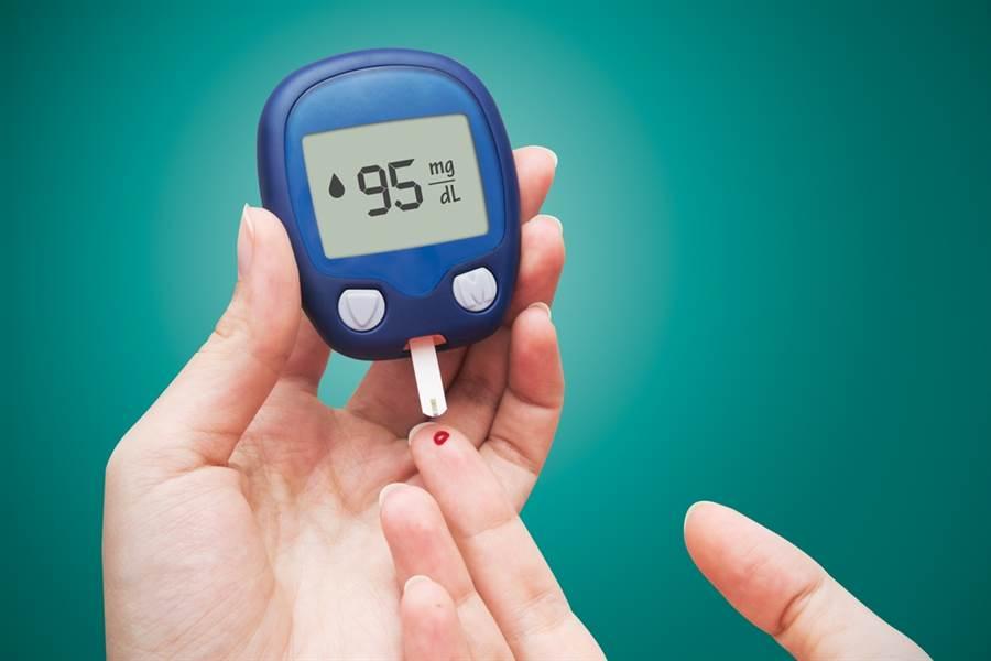 隨著新冠肺炎持續在各國出現病例,國民健康署王英偉署長提醒,糖尿病患者應做好個人血糖控制。(達志影像/shutterstock)