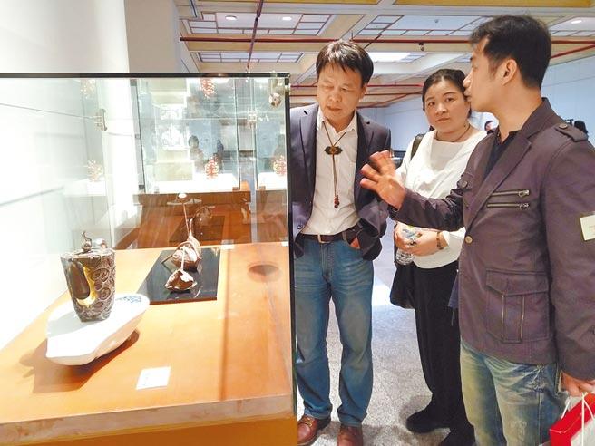 台中市清水港區藝術中心開館20周年,今年特以壺器為題策畫大展,即日起展出至4月19日,將讓民眾大開眼界。(陳淑娥攝)