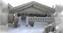 一夜成《冰雪奇緣》!暴風雪侵襲美東 湖畔凍一排「冰雕屋」