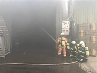 八德連棟鐵皮工廠大火 延燒3廠房陷火海