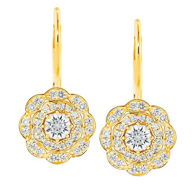 Hearts On Fire全新登場Lorelei Floral 18K黃金鑽石垂墜耳環,16萬2000元。(Hearts On Fire提供)