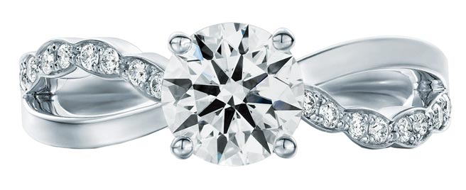 Hearts On Fire全新登場Lorelei鑽石戒指,主鑽0.30克拉,15萬3000元起。(Hearts On Fire提供)