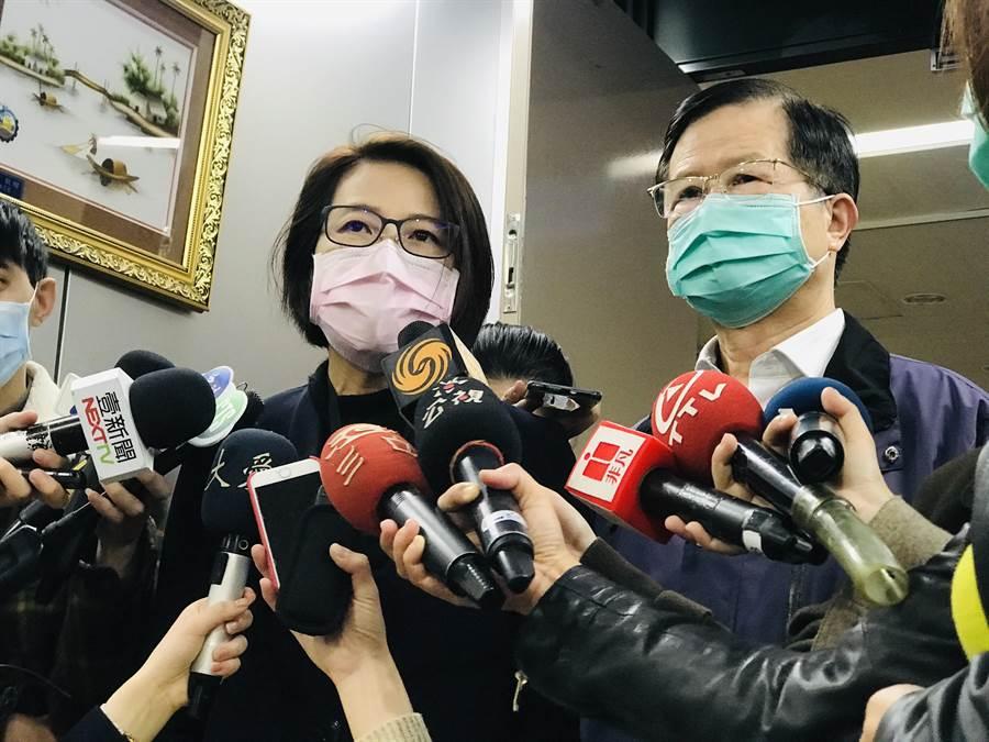 北市副市長黃珊珊(左)與衛生局長黃世傑(右)。(張穎齊攝)