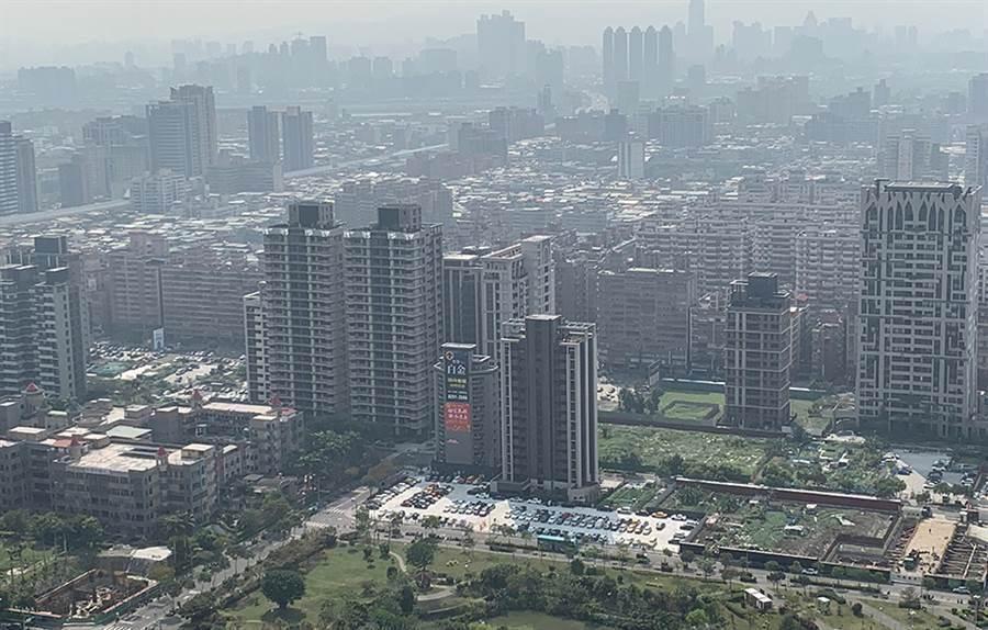 六都地政局公布2月建物買賣移轉棟數,月增16.4%、年增52.8%。圖/本報系資料照片