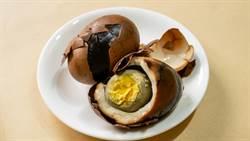 挖出冰箱陳年茶葉蛋 一吃口感超震驚