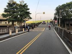 疑車速過快 國中生騎自行車摔進校園