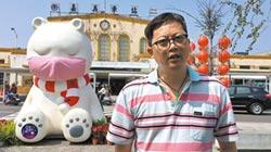 戴口罩大白熊 遭塗鴉台灣228