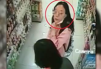 恐怖!大媽故意拉下口罩 朝店員吐口水「播毒」
