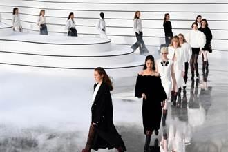香奈兒首度直播巴黎大秀 模特兒踩踏冰河上