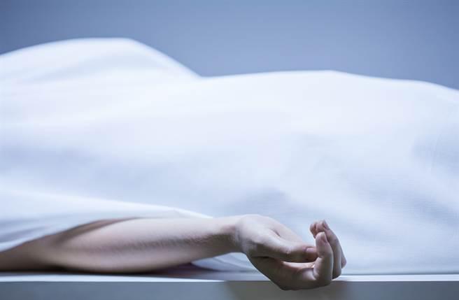 大陆一名22岁男子被逮到是性侵「女尸」惯犯。 (示意图/达志影像)