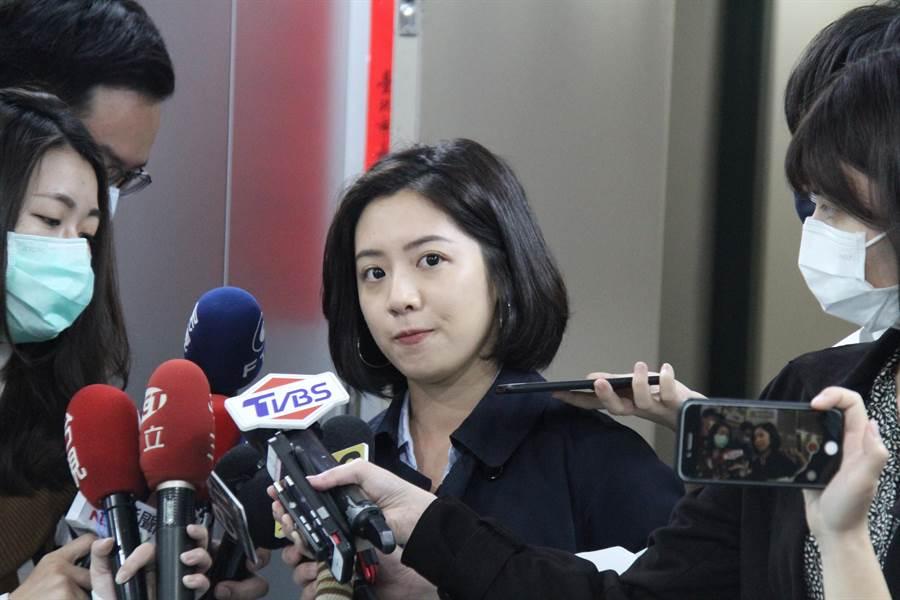 「學姊」黃瀞瑩也曾被拍到與男友在接上熊抱,後又傳出遭劉嘉仁性騷擾。(資料照/譚宇哲攝)