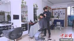上海首批百家理髮店復工 「只理髮」大排長龍