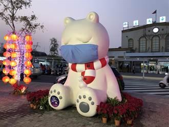 暴紅大白熊被寫字破壞  嫌:以為是塗鴨牆