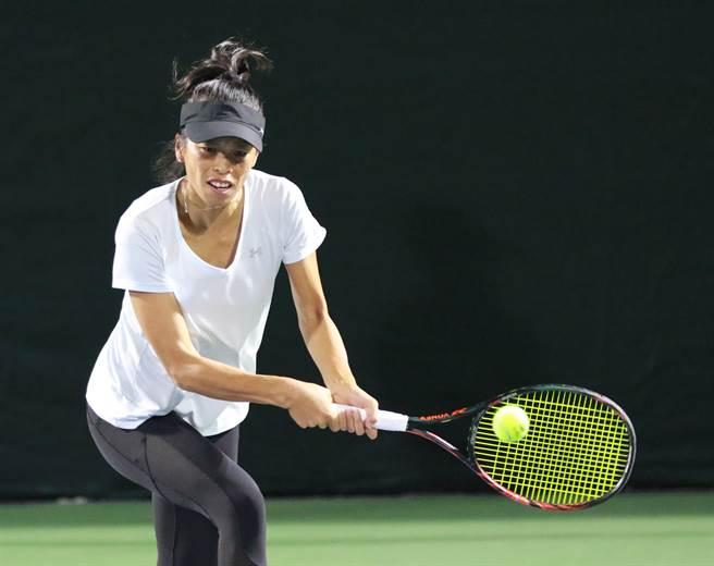 謝淑薇在阿布達比女網賽單打第一輪於先輸一盤劣勢下,連贏兩盤逆轉勝。(四維體育推廣教育基金會提供/資料照))