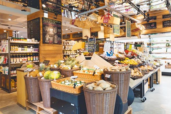 京站小碧潭店帶來獨家的「心樸市集」百貨首店,以有機、安心與環境友善為訴求,提供消費者高品質的生鮮食材選擇。(京站提供)